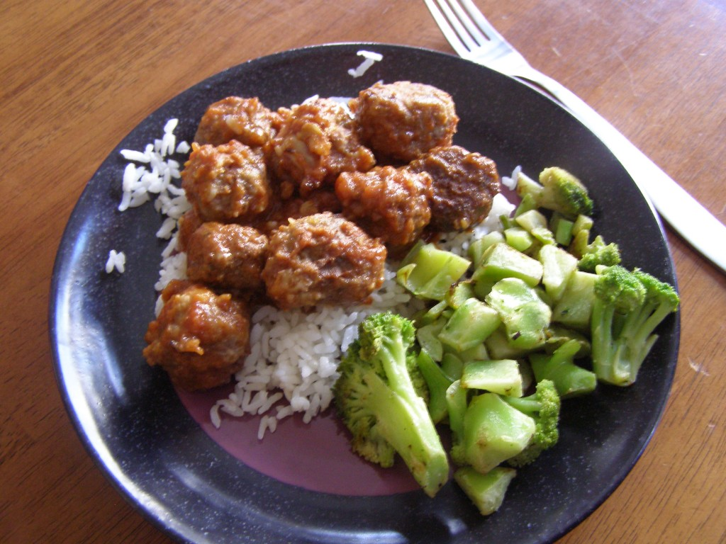 Slow Cooker Barbecue Meatballs from Growing Up Gabel @thegabels