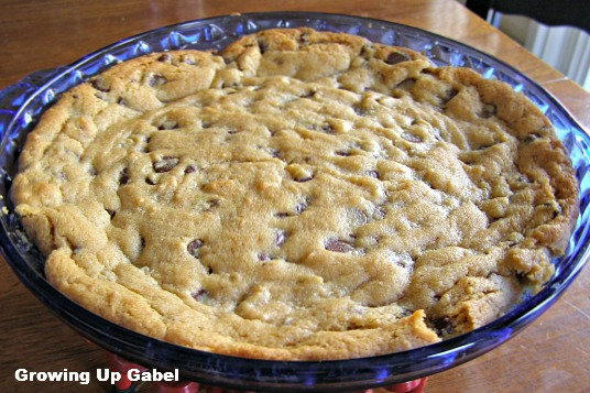 Chocolate Chip Peanut Butter Cookie Pie - Growing Up Gabel @thegabels #recipe