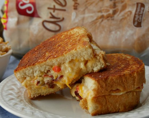 Bacon Chipotle Pimento Cheese Gourmet Grilled Cheese Recipe