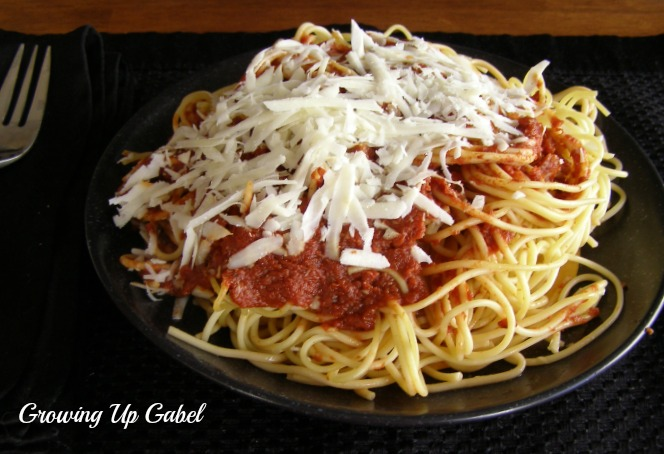 Marinara Sauce Recipe | Growing Up Gabel @thegabels #recipes