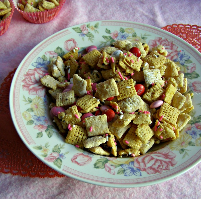 Valentine Chex Mix from Growing Up Gabel @thegabels #recipe