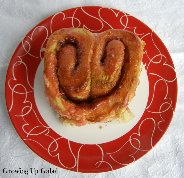 Heart Cinnamon Rolls from Growing Up Gabel @thegabels #recipe
