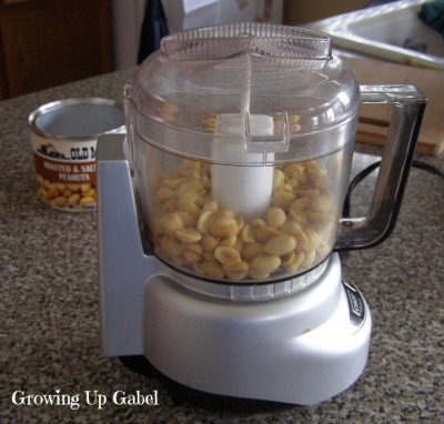 How to Make Homemade Peanut Butter from Growing Up Gabel @thegabels #recipes
