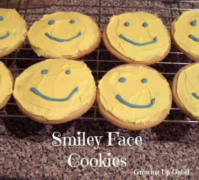 Smiley Face Cookies from growingupgabel.com @thegabels #recipe