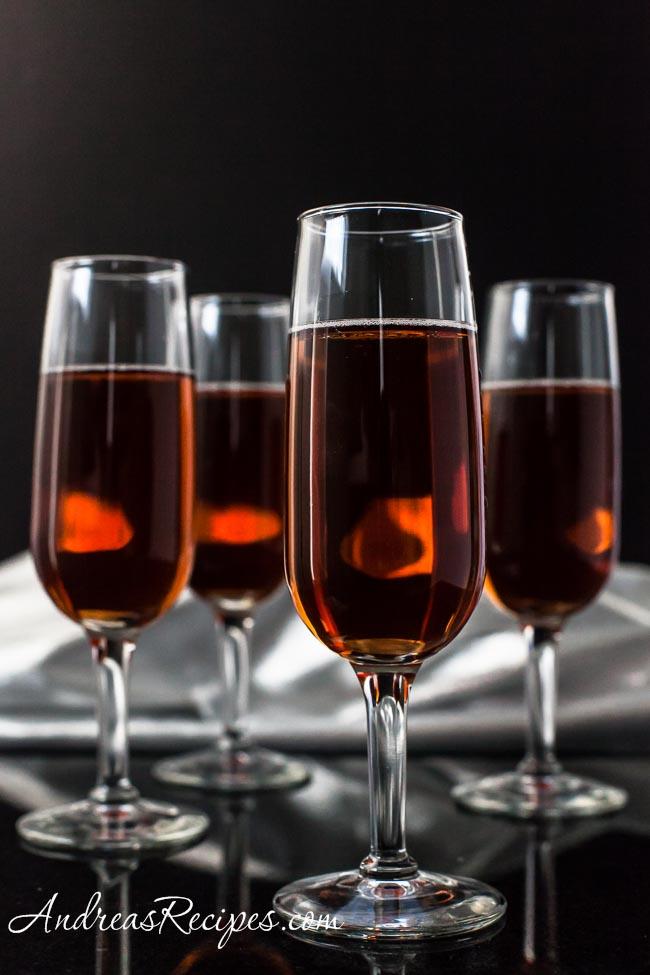 Cocktails_champagne_cranberry_pomegranate