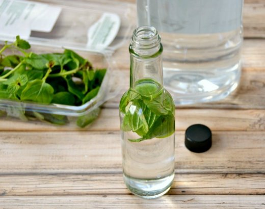 How to Make Homemade Mint Extract with 2 Ingredients