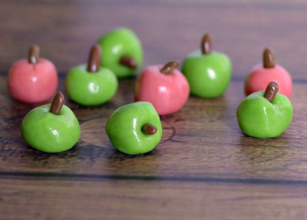 Tootsie Roll Apples