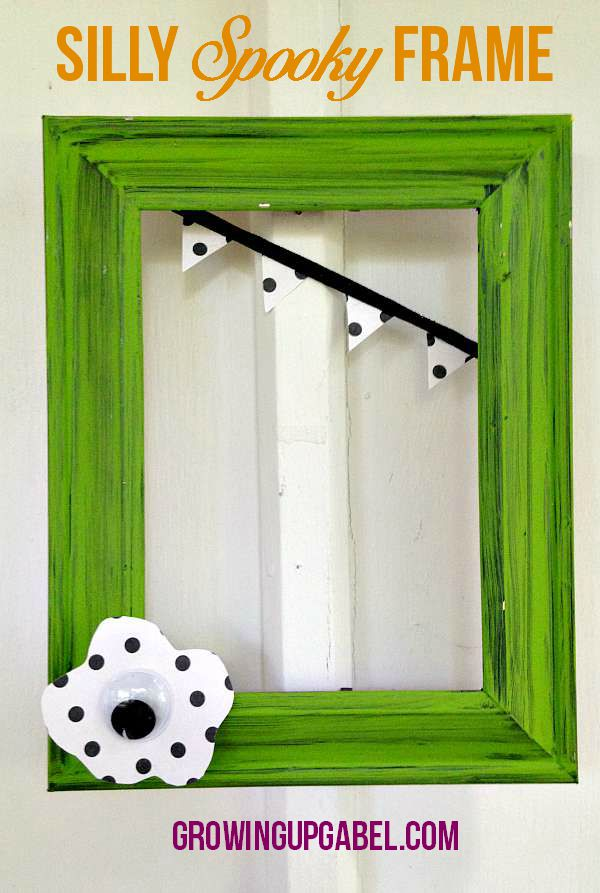 Need an easy Halloween craft? This simply spooky frame is quick to make and is a great craft for kids. Just paint an inexpensive frame and add a few few embellishments.