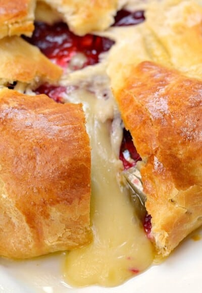 Need a quick and easy appetizer recipe? This Cranberry and Brie Baked Cheese Appetizer Recipe only needs 3 ingredients and comes together in about 30 minutes!