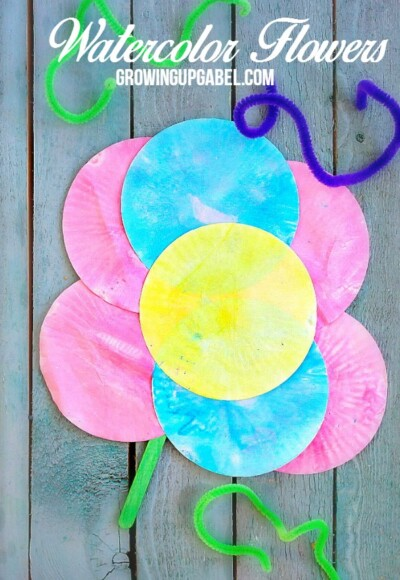 Kids love to paint and they will love this easy kids craft! Paint muffin liners to make pretty flowers perfect for Mother's Day, a friend, neighbor or grandparent.