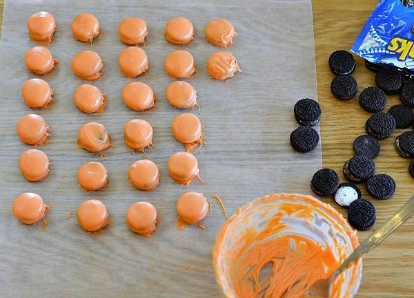Baksetball Cupcakes with Mini Oreos