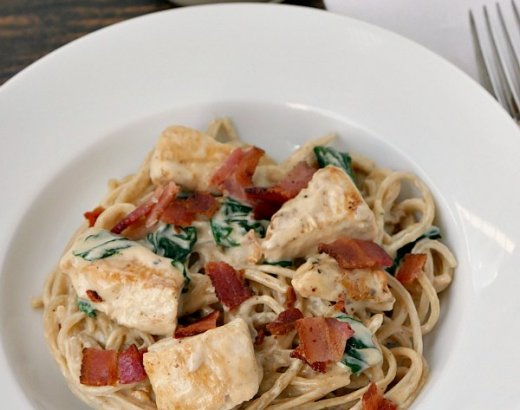 15 Minute Chicken Bacon Alfredo Pasta Recipe