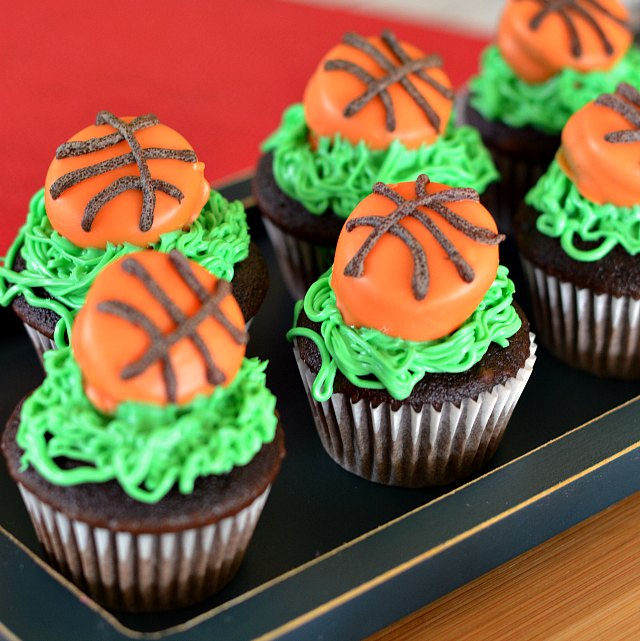 easy basketball cupcakes
