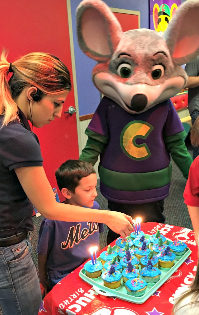 Chuck E Cheese Birthday Party