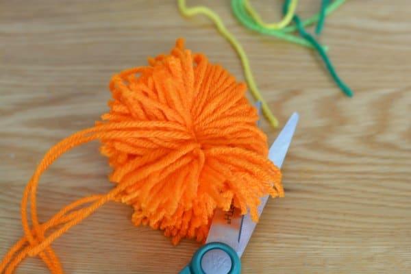 Easy Yarn Pom Pom