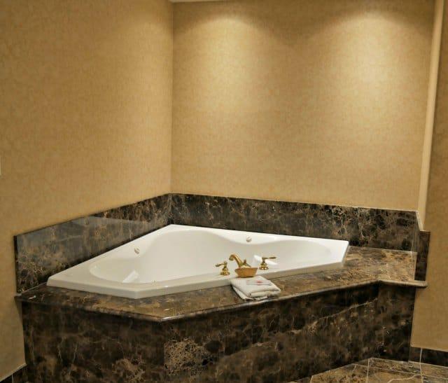 Inn at Churon bathtub
