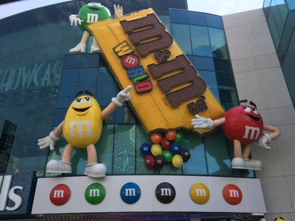 M&M'S World Las Vegas is a family-friendly attraction right on the Strip! See a movie, make personalized M&M'S and more! Check out our favorite things to do at M&M'S World Store - besides shop!