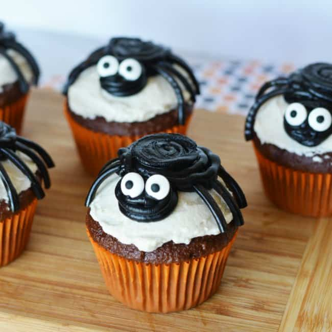 Use store bought or homemade cupcakes to make these spooky Halloween spider cupcakes!