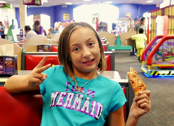 chuck-e-cheese-pizza