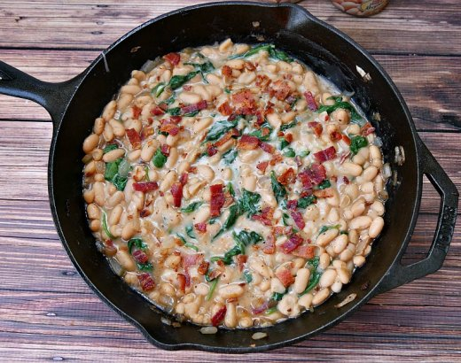 Cheesy Cannellini Beans Recipe with Bacon and Spinach