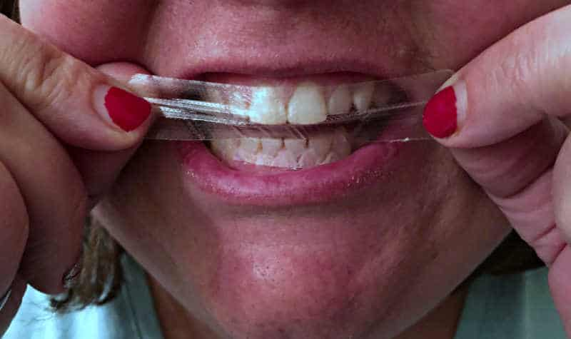 How To Get White Teeth With Crest 3d White Glamorous White Whitestrips