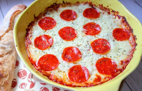 Easy Pizza Dip with Cream Cheese and Pepperoni