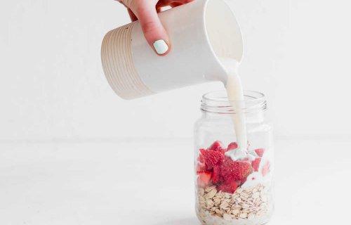 Strawberry Vanilla Overnight Oats with Almond Milk