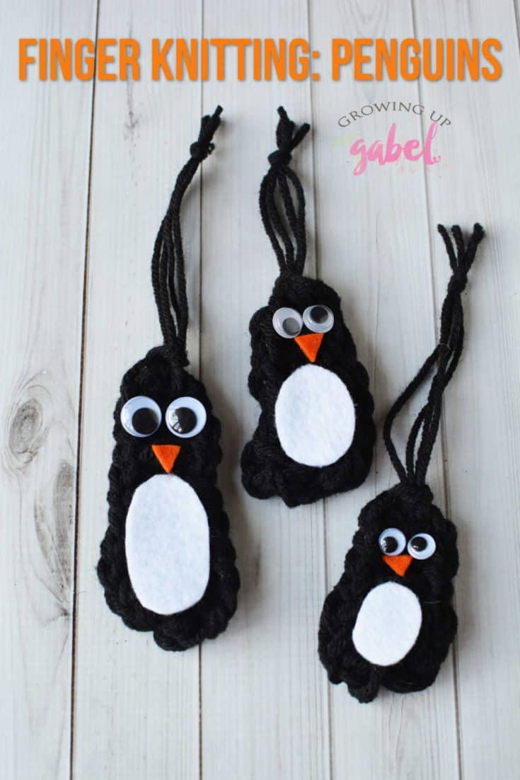 Make finger knitting animals with this easy penguin finger knitting tutorial! #knitting #fingerknitting #penguincrafts #crafting #yarncraft