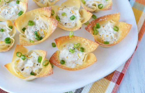 Cheesy Chicken and Herb Wonton Cups