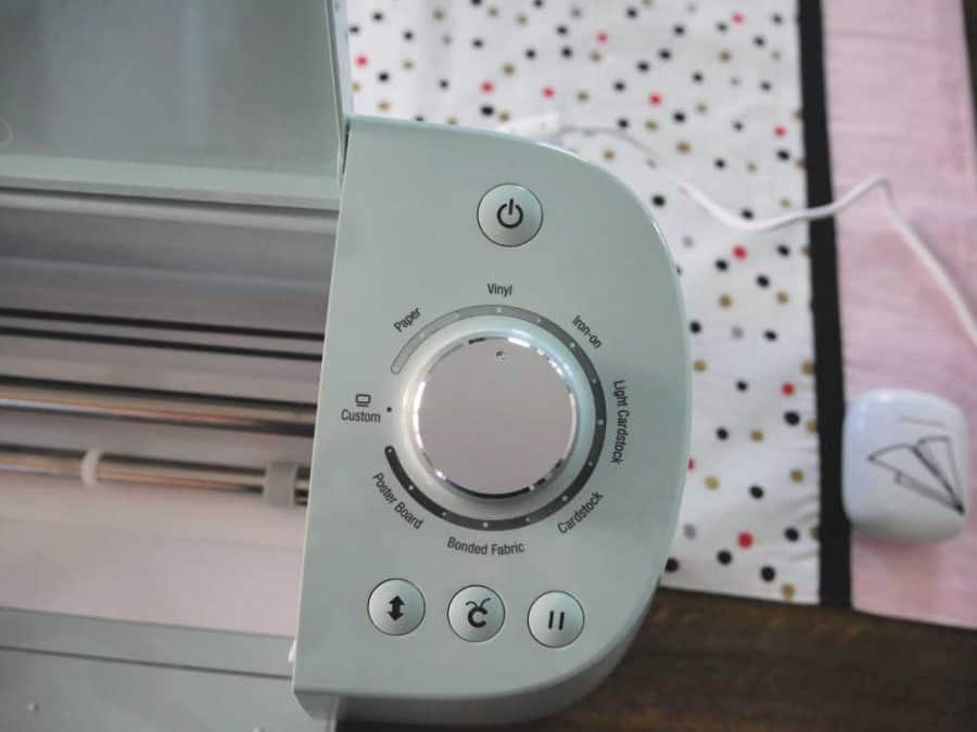 Cricut Explore Air 2 dial on machine