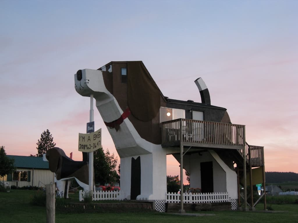 Dog Bark Park Inn in Idaho is a fun family hotel