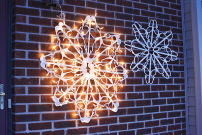 DIY Hanger Snowflake with Lights